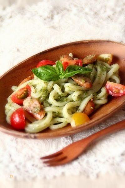 バジルとトマトのイタリアンうどん