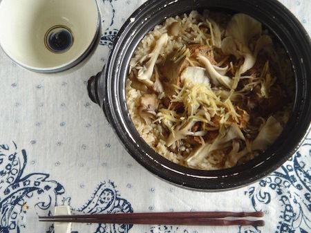鯖の味噌煮缶と舞茸の炊き込みご飯