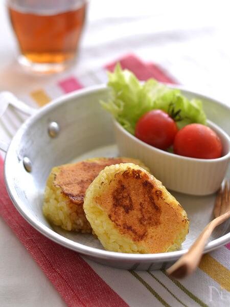 カレー風味のチーズ焼きおむすび
