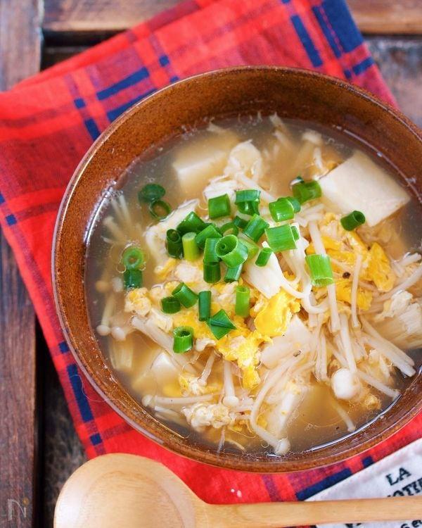とろみづけ不要♪『豆腐とえのきのとろとろかき玉スープ』