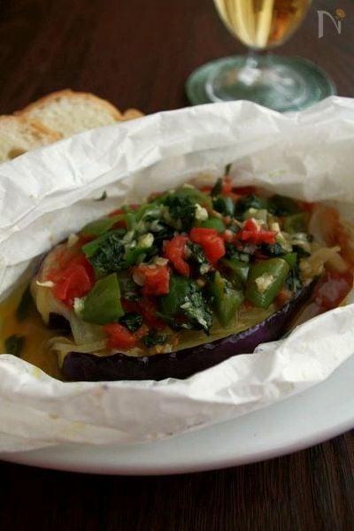 レンジで5分♪イタリアの紙包み料理、夏野菜のカルトッチョ