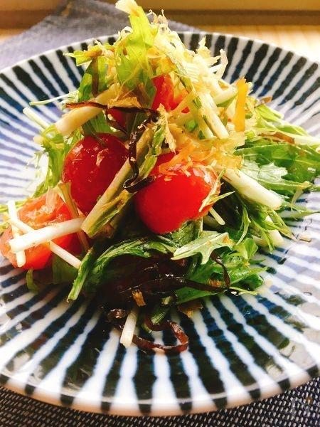 お弁当のおかず・3分レシピ✴︎ミニトマトと水菜の塩昆布和え