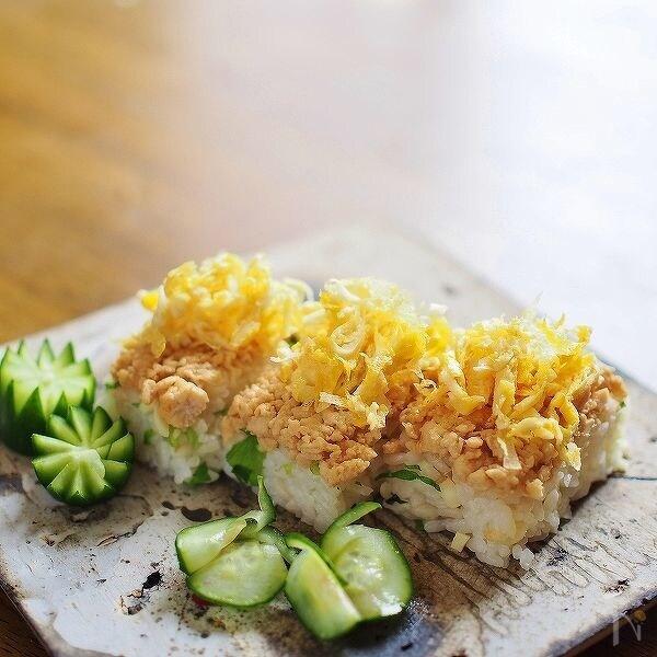 三つ葉とパルミジャーノ・レッジャーノ・チーズの押し寿司