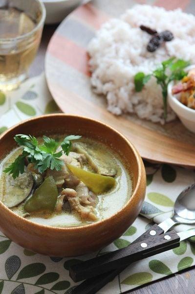 グリーンカレー風、鶏肉と茄子のココナッツミルクカレー。