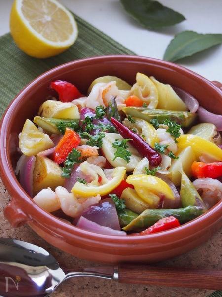 海老とカラフル野菜のレモンアヒージョ。
