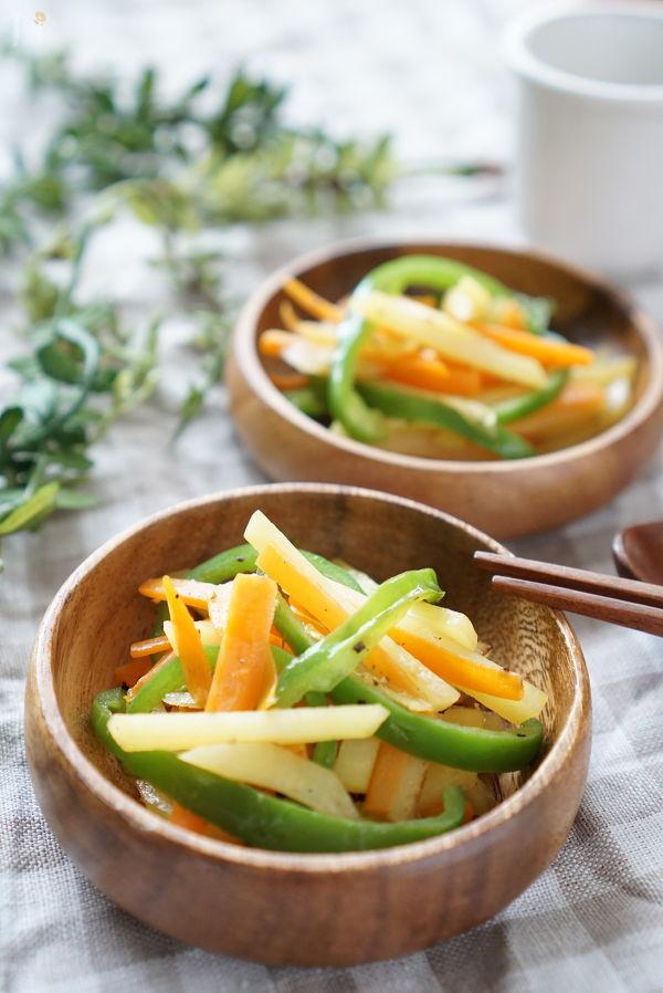 お弁当に便利☆3色野菜のバター醤油炒め