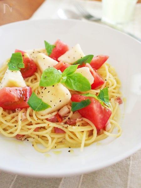 ベーコンと白桃とトマトのペペロンチーノ