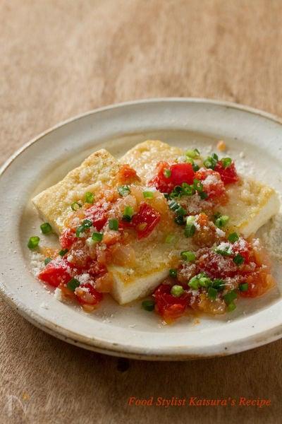 たっぷりパルミジャーノの豆腐ステーキ トマトソース添え
