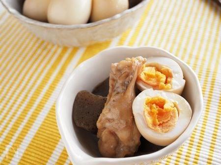 手羽元とこんにゃくと卵の煮物
