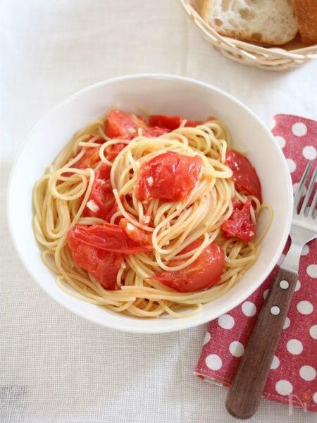 トマト&ガーリックのシンプルパスタ