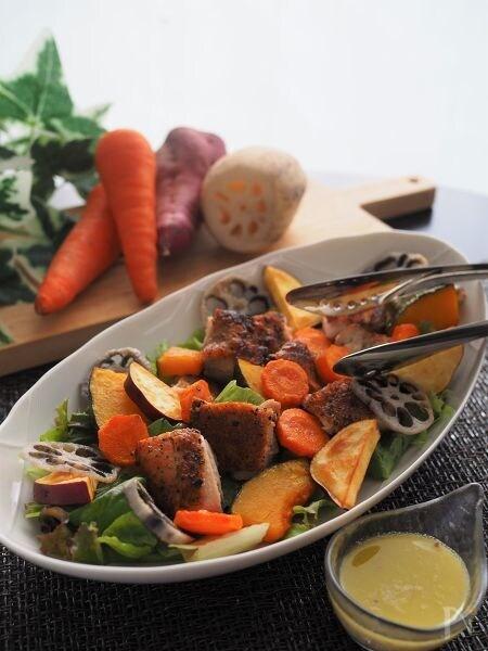 ハーブチキンと秋野菜の贅沢サラダ