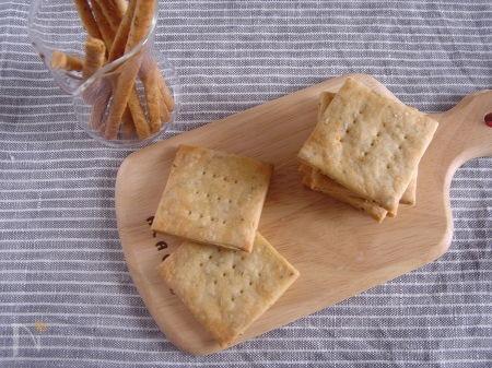 チーズとローズマリーのクラッカー&プレッツェル。