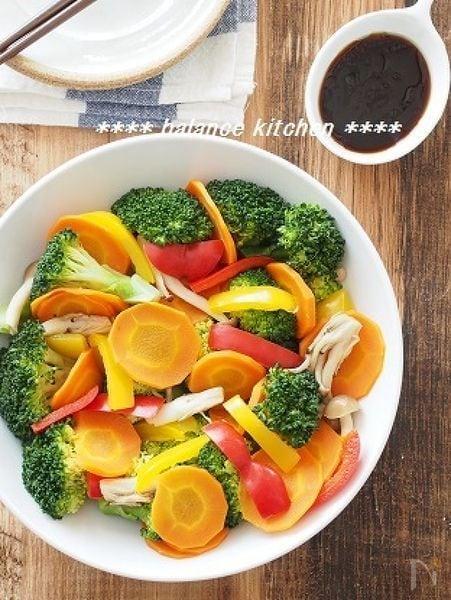 3. シンプルな旨味!ブロッコリーの中華風蒸しサラダ