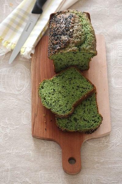 4.ほうれん草と黒ごまのパウンドケーキ