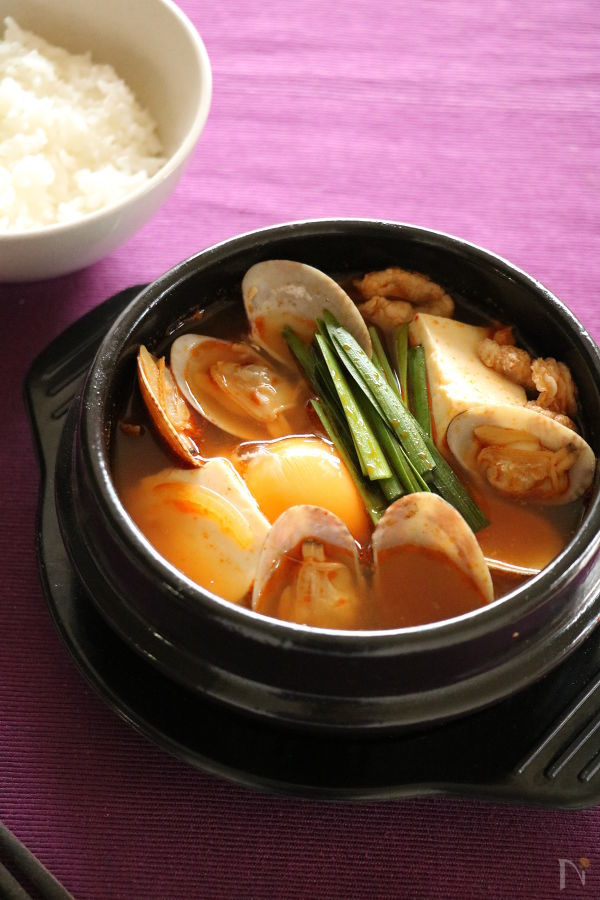 あさりの出汁がたっぷり豆腐チゲ鍋
