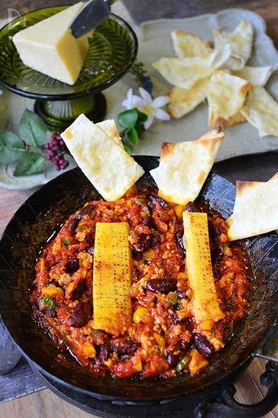 豆とひき肉のパルミジャーノトマト煮込(チーズチップス添)