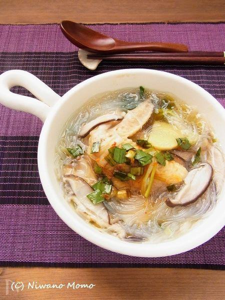 鶏手羽先と春雨のニラだれ薬膳スープ