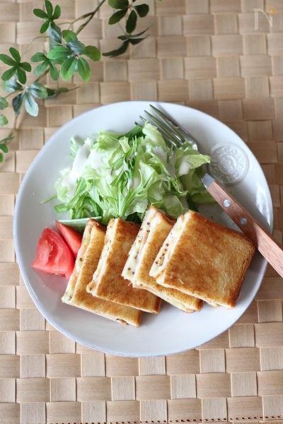 2. ハムとチーズのホットサンド