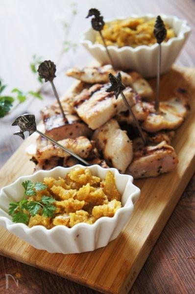 鶏胸肉グリル・タマネギヨーグルトソース添え
