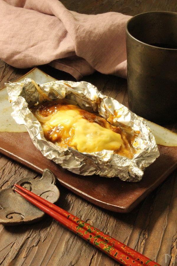 濃くうま!「秋鮭の味噌マヨチーズ」ホイル包み焼き