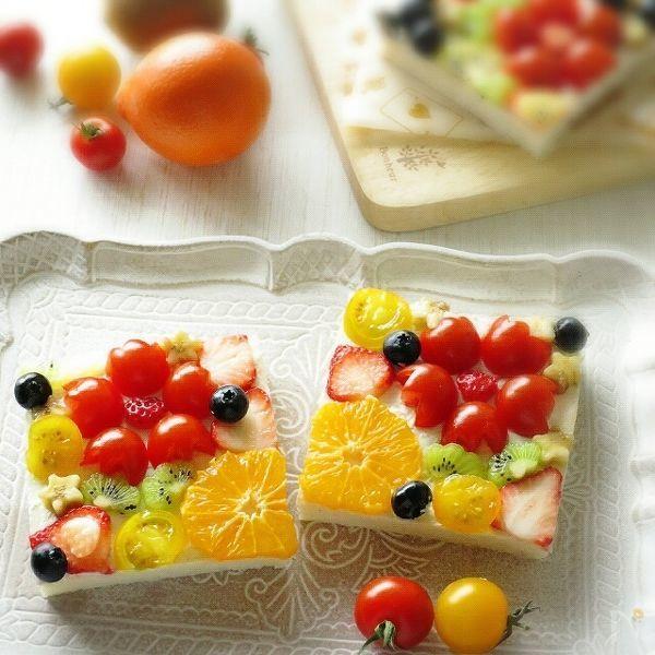 トマトとフルーツでお花のオープンサンド