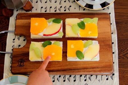 ビタミンカラーのオープンフルーツサンド
