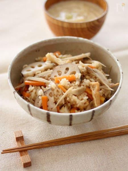 根菜のホカホカ炊き込み寿司ごはん