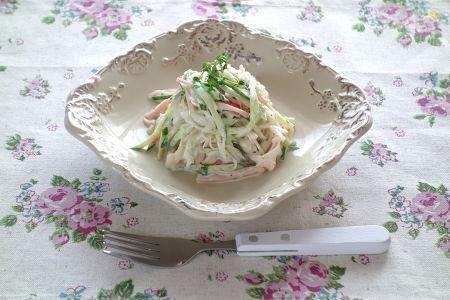 2. カニかまぼこサラダ