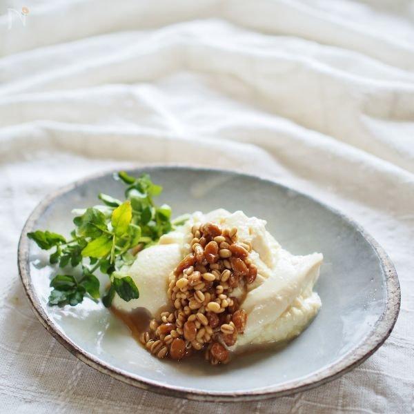 豆腐の納豆醤油麦麹かけ