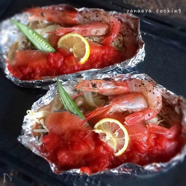 鮭と有頭えびのトマトソースホイル焼き