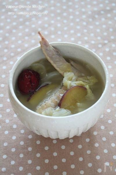 棗(なつめ)入り鶏手羽とさつまいものスープ