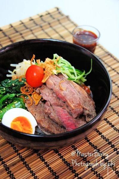 1. ステーキを乗せたガッツリ冷麺