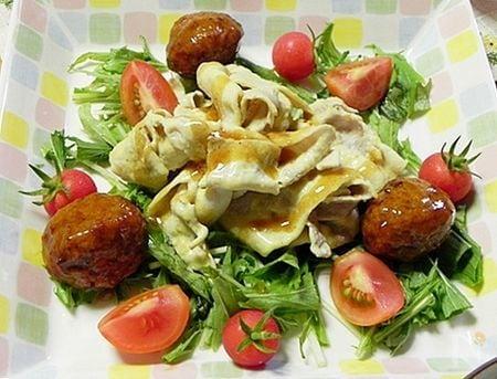 カレー風味の豚しゃぶと肉団子のサラダ