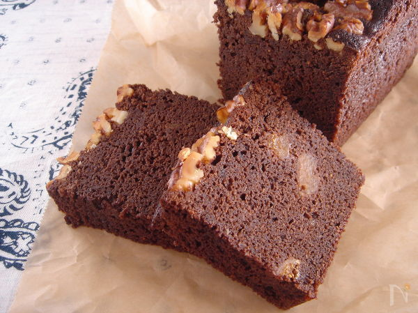ドライいちじくの濃厚チョコレートケーキ。