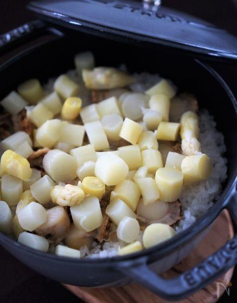 ホワイトアスパラガスとベビーホタテの炊き込みご飯