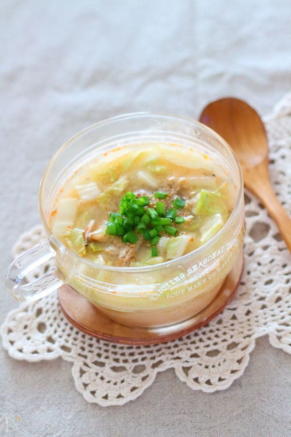 1. 大豆たっぷりゴマ味噌スープ
