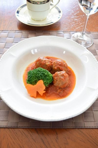 バジル風味のトマト煮込みミートボール