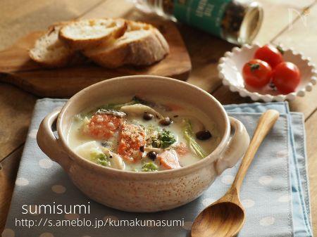 レンジ玉ねぎの白菜と鮭のクリームスープ