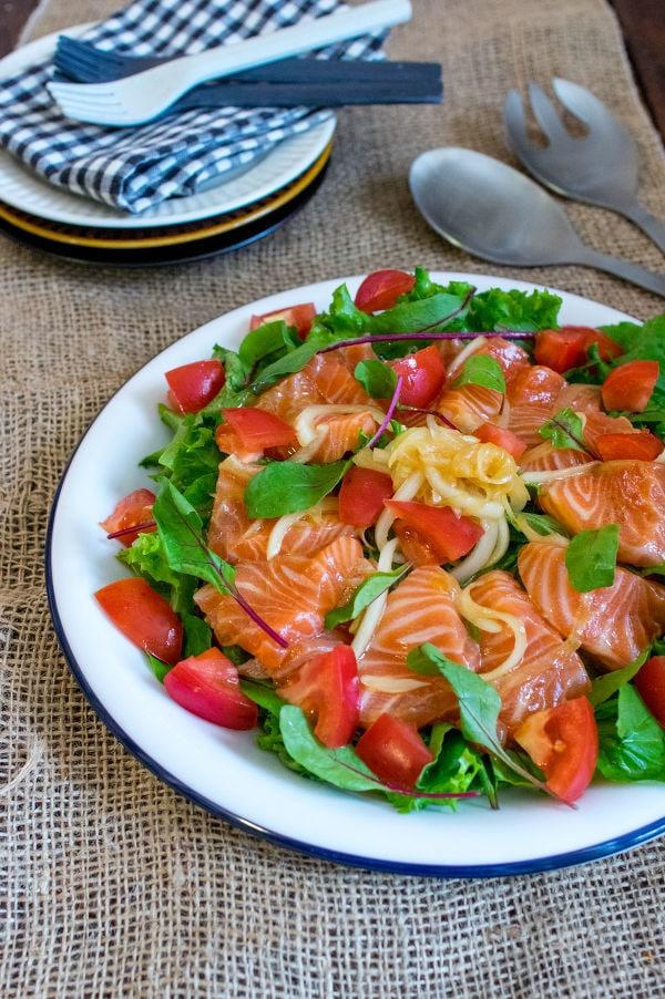 漬けサーモンと玉ねぎのサラダ