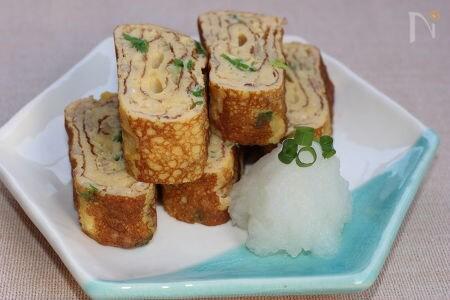 鶏のひき肉と刻んだ青ネギの卵焼き