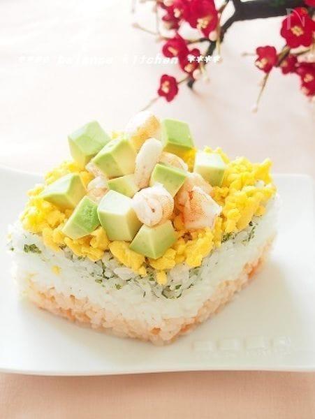レンジで。ひな祭りの3色寿司(えび&アボカド)