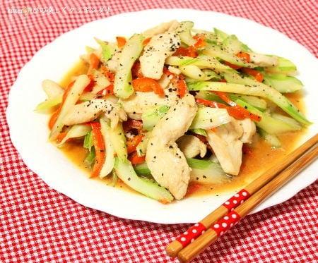 セロリと鶏肉のガーリックペッパー炒め