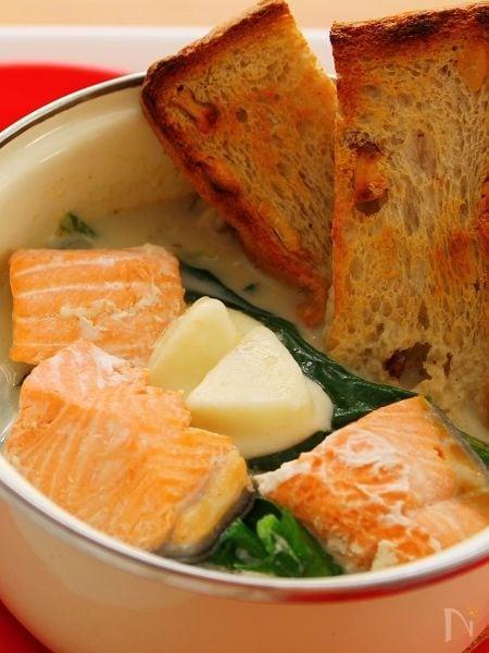 サーモンとほうれん草のチーズ鍋☆