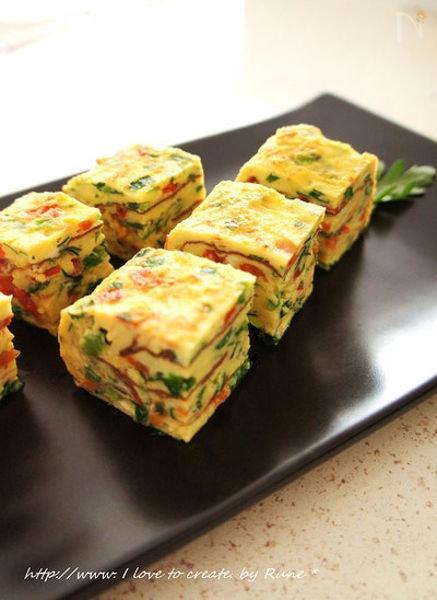 ニラとトマトの塩麹厚焼き卵