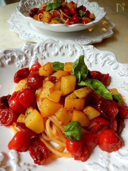 2種類のトマトとジャガイモごろごろスパゲッティ