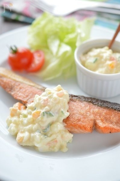 ポテサラアレンジ!「鮭のムニエル*ポテサラタルタルソース」