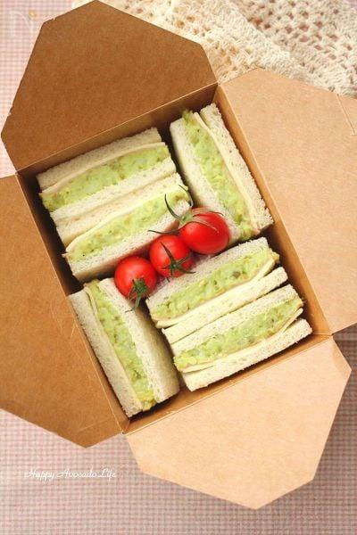 3. アボカドとポテサラのサンドイッチ