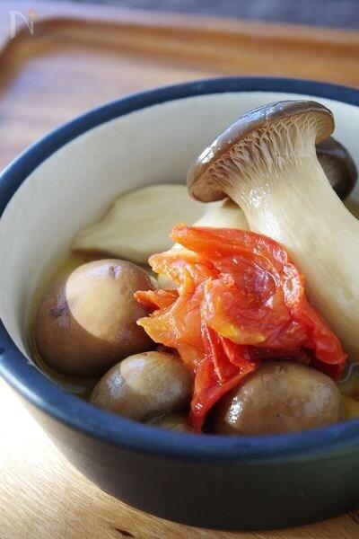 いろいろ使える茸の常備菜 まるごと茸の白ワイン煮