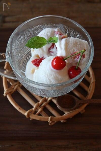 さくらんぼとキルシュのアイスクリーム