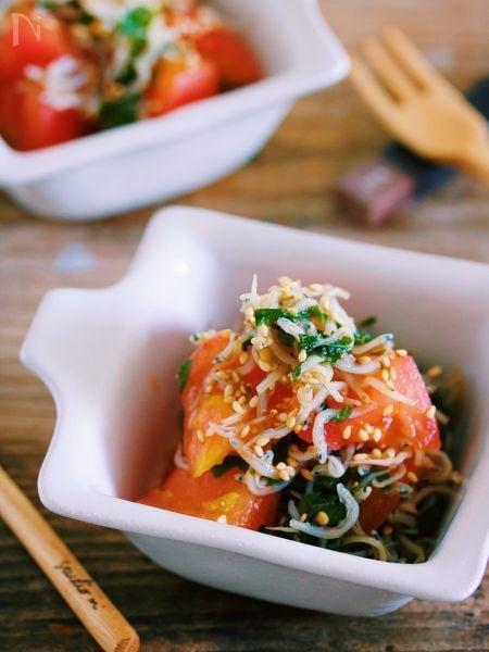 旨味も栄養もギュギュッ♡『トマトと大葉のじゃこポンマリネ』